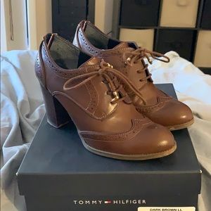 Tommy Hilfiger Dark Brown Laced Heel size 9M